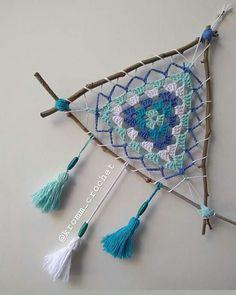 Hippie Crochet, Crochet Art, Crochet Home, Crochet Motif, Crochet Designs, Crochet Patterns, Diy Crafts For Tweens, Dream Catcher Craft, Crochet Dreamcatcher