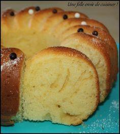 Gâteau léger aux petits suisses -100g de beurre mou 100g de sucre en poudre 4 petits suisses natures 3 oeufs 150g de farine T45 150g de maïzena 1 sachet de levure chimique