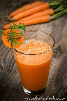 This ginger-turmeric-carrot juice is an amazing drink that can replace your pain and inflammation medication forever! If you want a healthy juice maybe. Detox Diet Drinks, Detox Juice Recipes, Natural Detox Drinks, Juice Cleanse, Detox Juices, Cleanse Recipes, Cleanse Detox, Juice Diet, Health Recipes