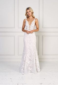 Sleeveless Fit And Flare Wedding Dress Sleeveless V Neck Fit And Flare Wedding Dress Perfect For A Beach Wedding Jane Hill Style Mimi How To Dress For A Wedding, V Neck Wedding Dress, Applique Wedding Dress, Luxury Wedding Dress, Wedding Dress Sizes, Long Sleeve Wedding, Plus Size Wedding, Cheap Wedding Dress, Wedding Gowns
