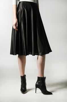 Underskirt in black for your noblesse mood.Your next thought should be our Anne skirt that will just complete your look for a comfortable day. Fabric origins: KoreaProduced in SlovakiaComposition: silk Noblesse, Silk Skirt, Black Silk, Leather Skirt, Ballet Skirt, Lovers, Lady, Spring, Skirts