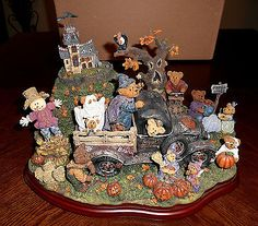 "Danbury Mint ""The Boyds Bears at Haunted Hill"" Rare. Bear Halloween, Vintage Halloween, Danbury Mint, Boyds Bears, Snow Globes, Teddy Bear, Children, Holiday, Artist"