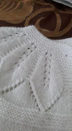 Leaf Lace patterned yoke ~~ Hızlı ve Kolay Resim Paylaşımı - resim yükle -. Baby Knitting Patterns, Leaf Knitting Pattern, Baby Cardigan Knitting Pattern, Knitting For Kids, Easy Knitting, Knitting Stitches, Knitting Designs, Baby Patterns, Crochet Cardigan