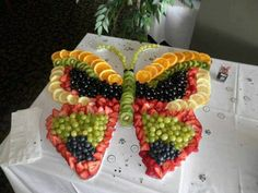 These party platter ideas will blow your mind! Not your average Veggie Tray or Fruit Tray! Learn how to create themed vegetable and fruit trays for your holiday party! Party Platters, Party Trays, Snacks Für Party, Food Platters, Party Desserts, Wedding Desserts, Butterfly Birthday Party, Butterfly Baby Shower, Butterfly Food