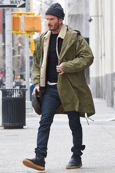 David Beckham seen on the streets of Manhattan on March 2018 in New York City. Moda David Beckham, David Beckham Style, Cool Vintage, Vintage Modern, Clothes For Men Over 50, Vans Outfit Men, Bald Men Style, Street Style Outfits Men, Mode Man