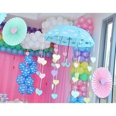 "7 Me gusta, 1 comentarios - Kiut Party (@kiutpartybq) en Instagram: ""Cumpleaños # 1 de #ValentinaTriana Tema: Lluvia de Amor ☔️ Decoración y ambientación: Melissa…"" Rain Baby Showers, Baby Shower Parties, Baby Shower Themes, Baby Shower Decorations, Baby Girl Birthday Theme, Unicorn Birthday Parties, Birthday Party Decorations, Rainbow Theme, Rainbow Birthday"