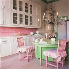 I i was a single gal living all alone I would soooo have this kitchen!!!!!!