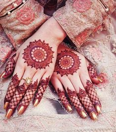 Mehndi design is one of the most authentic arts for girls. The ladies who want to decorate their hands with the best mehndi designs. Circle Mehndi Designs, Round Mehndi Design, Modern Henna Designs, Mehndi Designs 2018, Mehndi Design Pictures, Mehndi Designs For Beginners, Bridal Henna Designs, Mehndi Designs For Fingers, Beautiful Mehndi Design