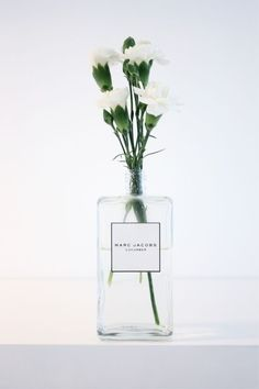 frasco de perfume vira vaso!!! Amei!
