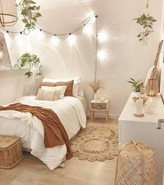 This bedroom look extra clean and fresh! Rustic Bedroom Design, Teen Bedroom Designs, Boho Bedroom Decor, Room Ideas Bedroom, Teen Room Decor, Bedroom Styles, Modern Bedroom, Girls Bedroom, Modern Teen Room