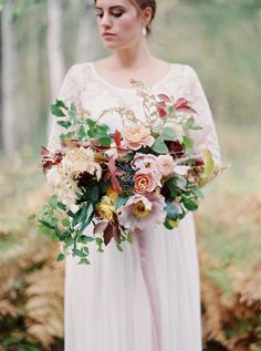Photography: Rebecca Hollis Photography - rebeccahollis.com Floral Design: Beargrass Gardens Florals And Events - beargrassgardens.com   Read More on SMP: http://www.stylemepretty.com/2016/01/21/rustic-elegant-floral-inspiration-from-the-wild-west-flower-workshop/