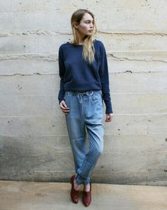 Layed back, comfy and vintage outfit. Boyfriend jeans.baggy sweater and leather flats
