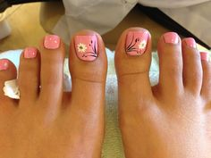 Semi-permanent varnish, false nails, patches: which manicure to choose? - My Nails Toe Nail Color, Toe Nail Art, Nail Colors, Pretty Toe Nails, Cute Toe Nails, Easy Toe Nails, Coral Toe Nails, Hair And Nails, My Nails