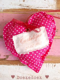 Hartje gerecycled materiaal naam meisje met geboortedatum. Heart made of recycled material with the name and date of birth of your baby girl. Handmade by ♥ Doekedoek ♥
