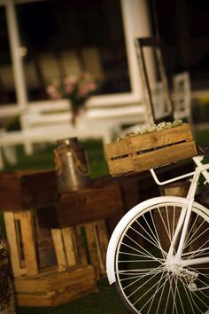 Vintage, rustic, bicycle, flowers, party decor, www.couturerentals.com.mx