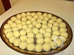 Recept Bramborové krokety se sýrem - Připravené krokety ke smažení. Dumplings, Cereal, Food And Drink, Menu, Potatoes, Pasta, Cheese, Cookies, Breakfast
