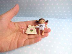 Miniatur OOAK Baby MÄDCHEN 4,8 cm Puppenstube 1:12 BEWEGLICH. Puppe Handgemacht Unikat von YuliyasOOAKdolls auf Etsy