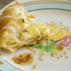 Vanilla Custard and Almond Danish Pastries Danish Pastries, Danish Food, Breakfast Pastries, Almond Pastry, Almond Bars, Pastry Recipes, Cooking Recipes, Danish Dessert, Food Sculpture