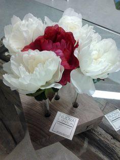 """""""FIORI SOSPESI"""" vasi per fiori, base in legno+contenitore in vetro. Design: Anna Bertinelli Produzione: Fulvio Bertinelli Laboratorio Artigiano-Assisi-"""