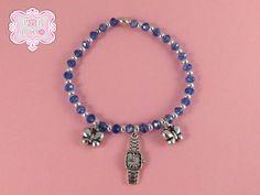 Bracciale elastico perline blu e charm orologio di Esse e Tempo su DaWanda.com