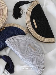 """""""BICOLOR"""" party bag Carmen · more colors  #bicolor #carmen #colors #party Diy Clutch, Diy Purse, Clutch Bag, Tapestry Bag, Macrame Bag, Basket Bag, Crochet Handbags, Knitted Bags, Handmade Bags"""