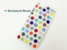 iPhone5 /5S専用のビーズ刺繍ケースです。ビーズは全て最高級で有名な日本製のデリカビーズをふんだんに刺繍しております。カラフルドットのデザインもオリジ...|ハンドメイド、手作り、手仕事品の通販・販売・購入ならCreema。