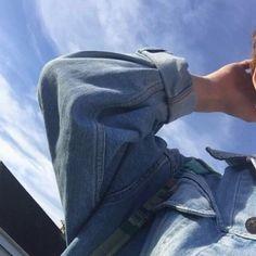blue aesthetic denim jacket sky pastel light korean soft minimalistic kawaii cute g e o r g i a n a : a e s t h e t i c s Aesthetic Photo, Aesthetic Girl, Aesthetic Pictures, Tumblr Photography, Photography Poses, Light Blue Aesthetic, Blue Aesthetic Tumblr, Everything Is Blue, Applis Photo