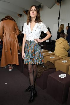 Alexa Chung Photos - Alexa Chung attends the Chloe show as part of the Paris Fashion Week Womenswear Fall/Winter 2018/2019 on March 1, 2018 in Paris, France. - Chloe : Front Row - Paris Fashion Week Womenswear Fall/Winter 2018/2019