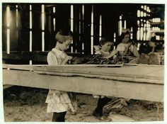 - Interior of tobacco shed, Hawthorn Farm. Girls in foreground are and 10 years old. The 10 yr. old makes 50 cents a day. 12 workers on this farm are 8 to 14 years old, and about 15 are over 15 yrs. My Dad picked tobacco in the in Ct. Old Pictures, Old Photos, Labor Photos, Portal Do Professor, Lewis Hine, Labor Law, 10 Year Old, 10 Years, Industrial Revolution