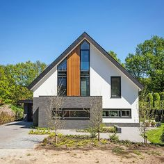 Tweet Image Small House Design, Modern House Design, Style At Home, Bungalow Conversion, Bungalow Renovation, Modern Barn, House Extensions, Prefab Homes, House Front