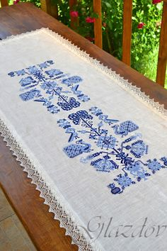 Table runner embroidered by GLAZDOV on Etsy #table_runner #linen_table_runner