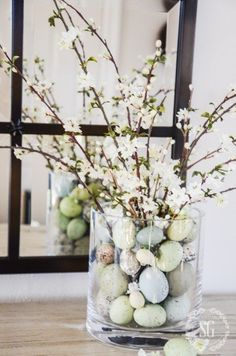 EASTER 10 MINUTE DECORATING- Create a beautiful Easter arrangement in under 10 minutes! This pretty Spring arrangement takes less than 10 minuted to make and is a perfect addition to your Easter decor. You don't have to be crafty to do this! Diy Ostern, Deco Floral, Hoppy Easter, Easter Eggs, Easter Bunny, Easter Tree, Easter Wreaths, Easter Holidays, Easter Party
