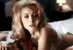 Prod DB © Cinco películas / París Cine / DR Bella de día (Bella de día) Luis Buñuel 1966 FRA / ITA con la ropa interior Catherine Deneuve