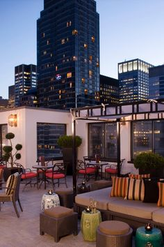 Some of the best views of Midtown Manhattan can be found at the rooftop bar, Salon De Ning. #Jetsetter