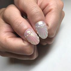 ピンクとブルーのアシメ♡ ゴールドとシルバーもアシメ♡  このガラスみたいな透明感がたまらない♡♡ #ネイル#nail#nails#プラスダイアモンズ #plusdiamonds #人魚の鱗