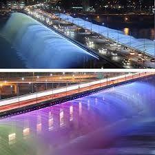 A Fonte Arco-íris do Luar (달빛무지개 분수) é a maior fonte de ponte do mundo, que estabeleceu um recorde mundial com cerca de 10.000 bocais de LED que funcionam ao longo de ambos os lados e possui 1.140 metros de comprimento, lançando 190 toneladas de água por minuto.
