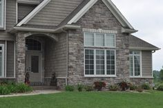 Ashlar Arkansas« JN Stone Not as purple as Bucks Creek Exterior House Colors Combinations, Stone Veneer, Arkansas, Future House, Home Goods, Brick, Stone Exterior, Shed, Nice Houses