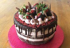 Céklás csokitorta málnahabbal Chocolate Cupcakes, Brownies, Cake Decorating, Food, Anime, Pies, Cake Brownies, Essen, Cartoon Movies