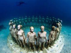 Museo Atlántico de Lanzarote. Estatuas colocadas en posición circular