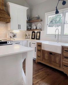 35 The Best Country Farmhouse Kitchen Design Ideas To Modify Your Kitchen – Farmhouse Sink Ideas Country Kitchen Farmhouse, Modern Farmhouse Kitchens, Home Kitchens, Farmhouse Ideas, Farmhouse Sinks, Kitchen Modern, Eclectic Kitchen, Vintage Farmhouse Sink, Farmhouse Cabinets