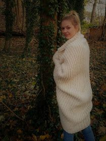 CROCHET SHRUG Hello everyone, today I would like to show you how to do this . CROCHET SHRUG Hello everyone, today I would like to show you how you can crochet this cozy jacket. Knitting Patterns, Crochet Patterns, Recent Movies, Knitting For Beginners, A Christmas Story, Hello Everyone, How To Wear, Diy Kleidung, String Bag