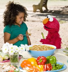 Elmo: Getting kids to eat apples!