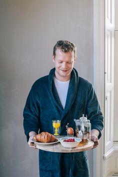 Een luie zondagmorgen start je optimaal met een op deze stoere plank geserveerd ontbijtje!