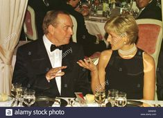Princess diana at dinner with Doctor Christian Barnard in Rimini talking conversation October 1996 Princess Diana Family, Princess Of Wales, Doctor Christian, Most Beautiful Women, Amazing Women, Diana Fashion, Lady Diana Spencer, Duchess Of Cornwall, Tall Women