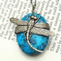 pretty dragonfly pendant!... pretty cute for springtime... :3