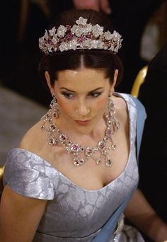 Princess Mary of Denmark wearing her Ruby parure. Royal jewelry travels through ages! This picture links to an article telling about how old this parure is and who it all owned.