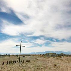 Happy Sunday  #desert #cross #sunday #landscape #photography #photooftheday #saltonsea #california #roadtrip #life #work #worklifebalance #goforit #instagram #instadaily #instagood #tfl #tflers