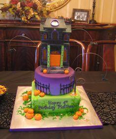Haunted House Cake |