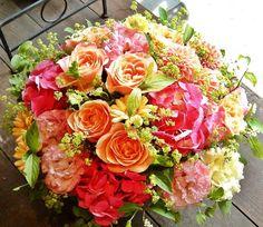Floral arrangement: @Elizabeth Lockhart Lockhart Martinez something like this would be ok.
