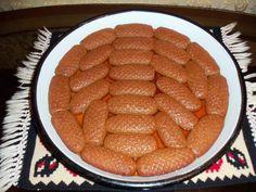 Starinski recep i fotografiju HURMAŠICA SA PEKMEZOM je poslala Zulbija Husanović- Šišić. Potrebni sastojci: 2 jaja 2 fildžana (mala šoljica za kafu) šećera 2 fildžana ulja 1 fildžan jabukovog pek
